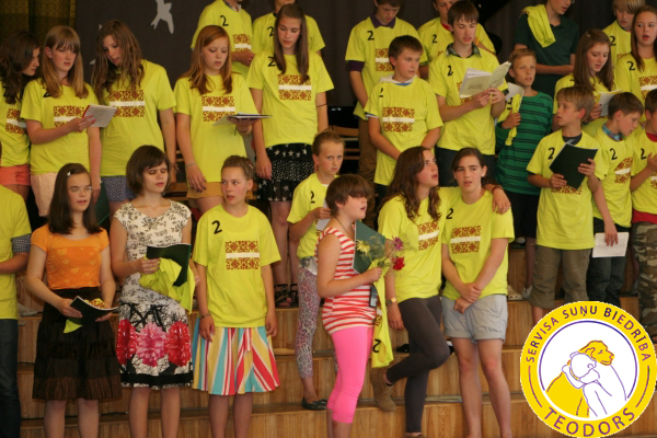 The blind children (without the yellow shirts) take part in the Summer School of Europe (EVS), from the left  Amanda, Maija, Vanessa, Staicele August 2012