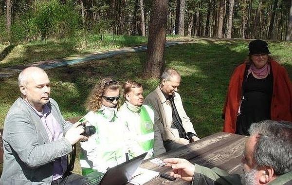 Preses konference ar žurnālistu, Beati, Andri, Labklājības ministrijas pārstāvi, Vaivaru pamatskolas direktori Inesi Kārkliņu