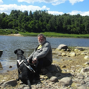 Juha and a guide-dog wish the canoeists- Good luck rowing!