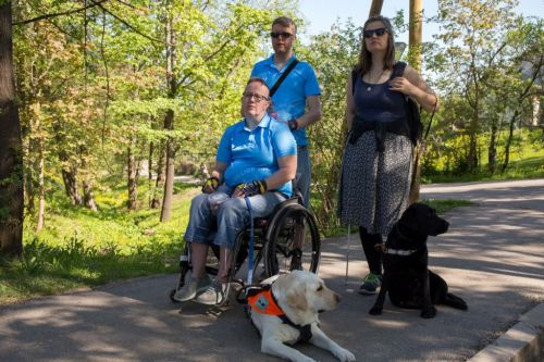 Norwegian guests with the dog assistant Koni and Sandra with the future guide dog  Zuze