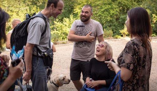 Camp organizer Baiba Baikovska welcomes president Alexei Volkov with Serena